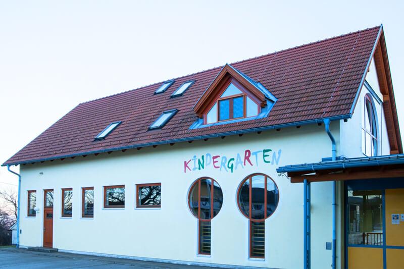 Kindergarten Greinbach Frontansicht Gebäude